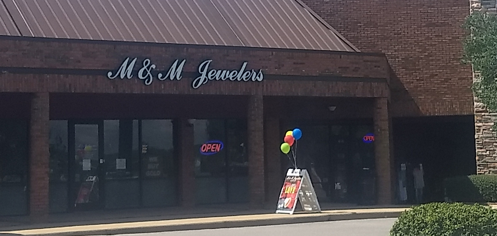 Visit M & M Jewelers In Birmingham, AL For All Your Jewelry & Watch Needs